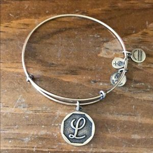 "Alex and Ani: ""L"" bracelet in gold"